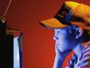 تعلق الطفل بأفلام الكرتون ناقوس خطر على القيم